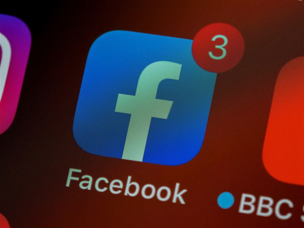 telefon med facebook logo