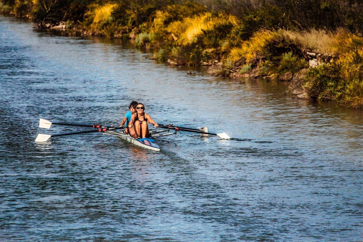 Nogle OL kaproere på en flod