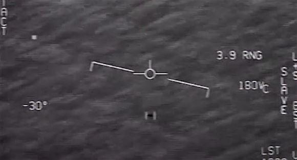 Et skærmbillede af en UFO og nogle koordinater på