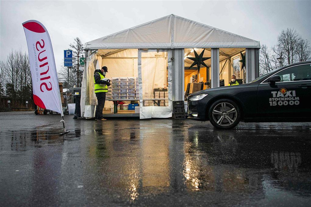 En drive-in smittestation i Stockholm med en taxi uden foran