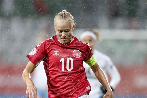 Pernille Harder på fodboldbanen.