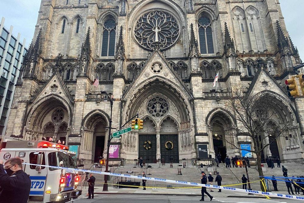 Katedral i New York set udefra
