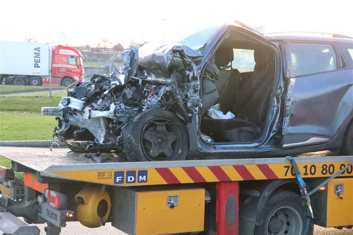 Smadret bil på kranvogn