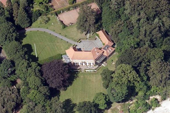 kæmpe villa set fra luften