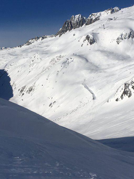En sneklædt bjergtop