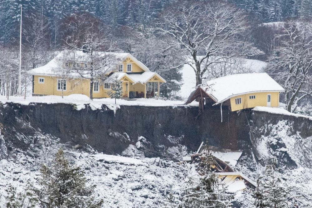 Huse på kanten af gigantisk hul i jorden