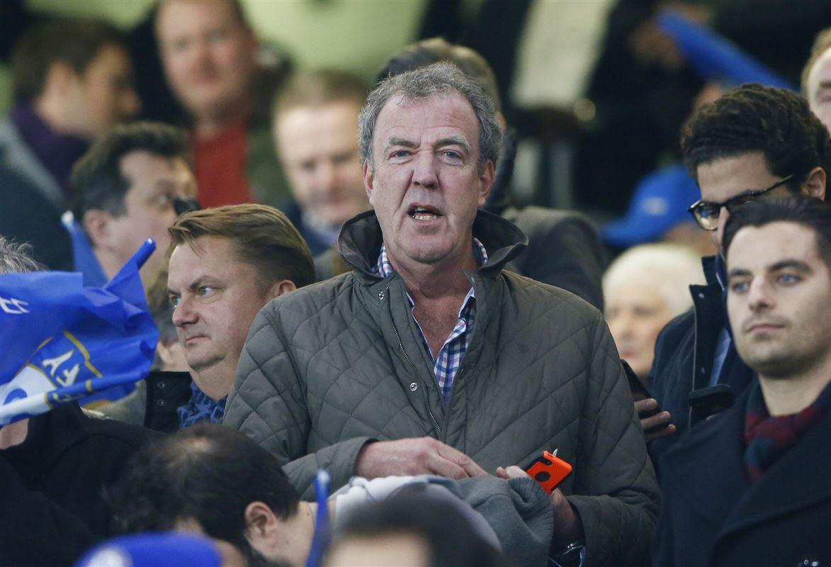 Jeremy Clarkson midt i en gruppe
