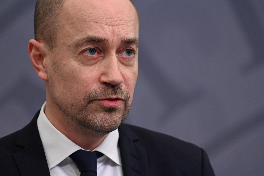 sundhedsminister Magnus Heunicke i jakke og slips