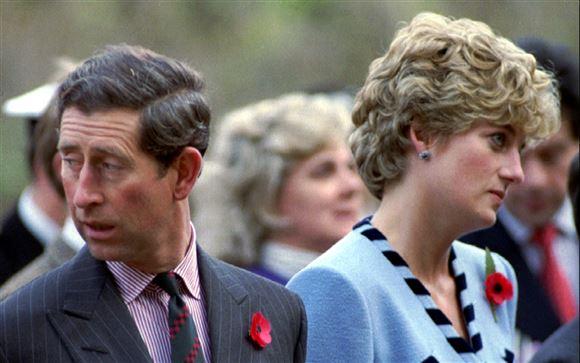 billede af prins Charles og prinsesse Diana der kigger hver sin vej