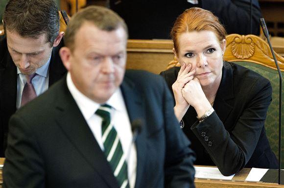 Lars Løkke med Inger Støjberg i baggrunden