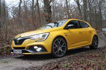 En gul Megane RS i skoven