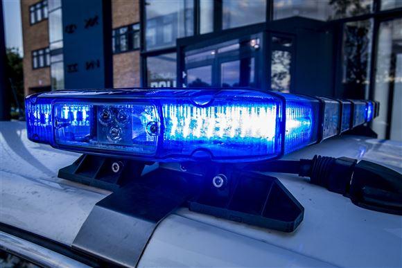 billede af udrykningslyset på en politibil