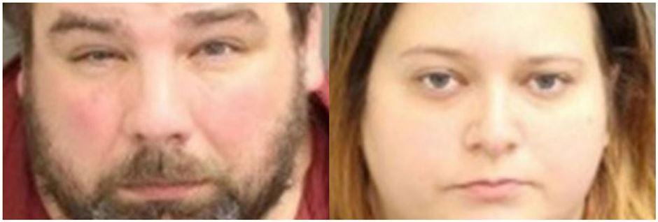To fedladne mennesker kigger ind i kameraet