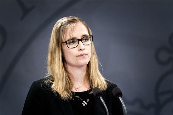 Billede af blond kvinde med briller
