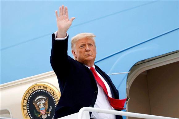 Donald Trump på vej ind i Air Force One