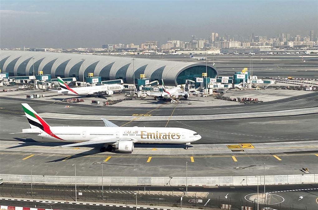 fly på landingsbanen i lufthavnen i Dubai