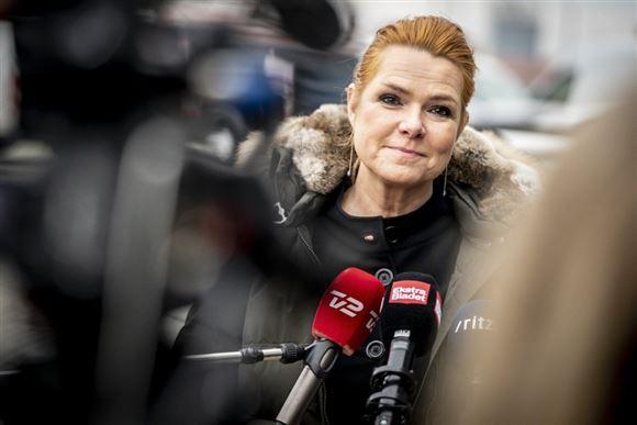 Inger Støjberg taler i en mikrofon