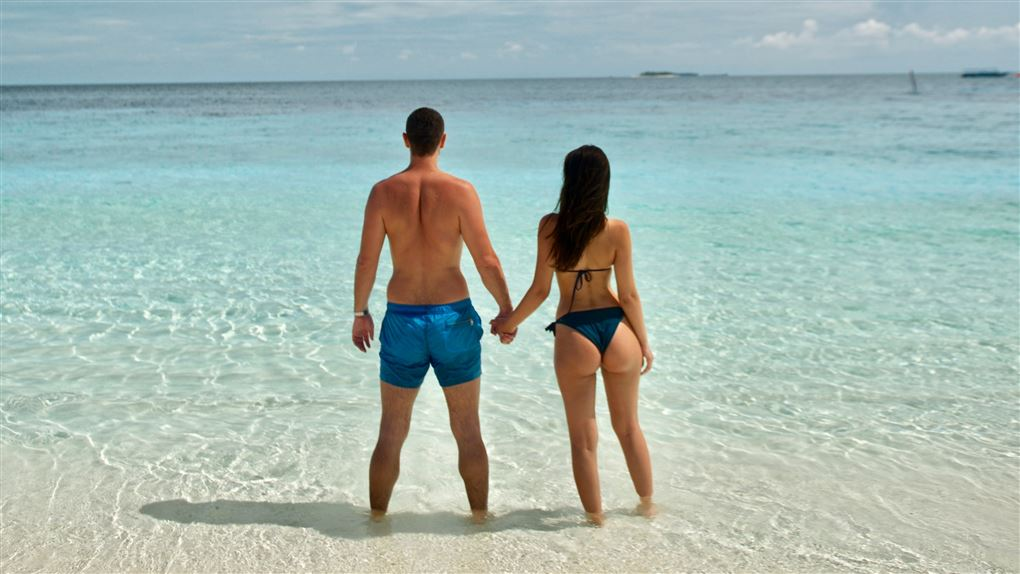 to personer på en strand