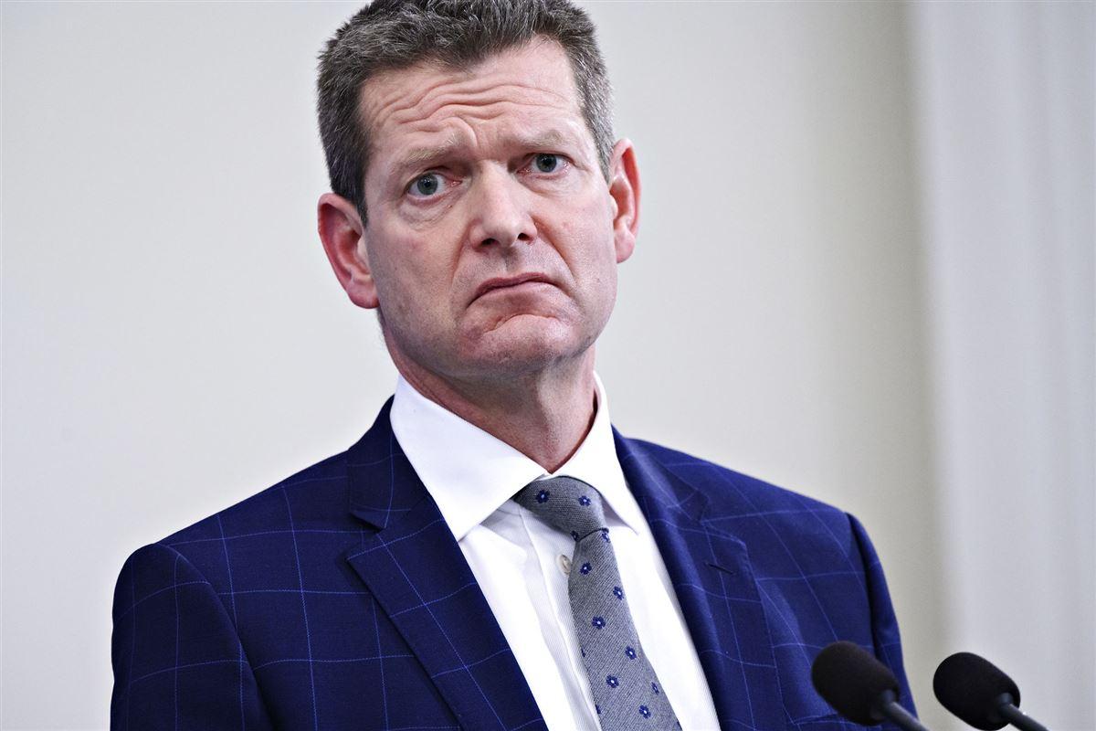 Søren brostrøm med jakke og slips til pressemøde