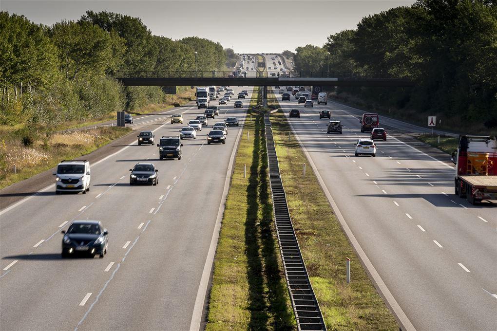 En stærkt trafikeret motorvej.