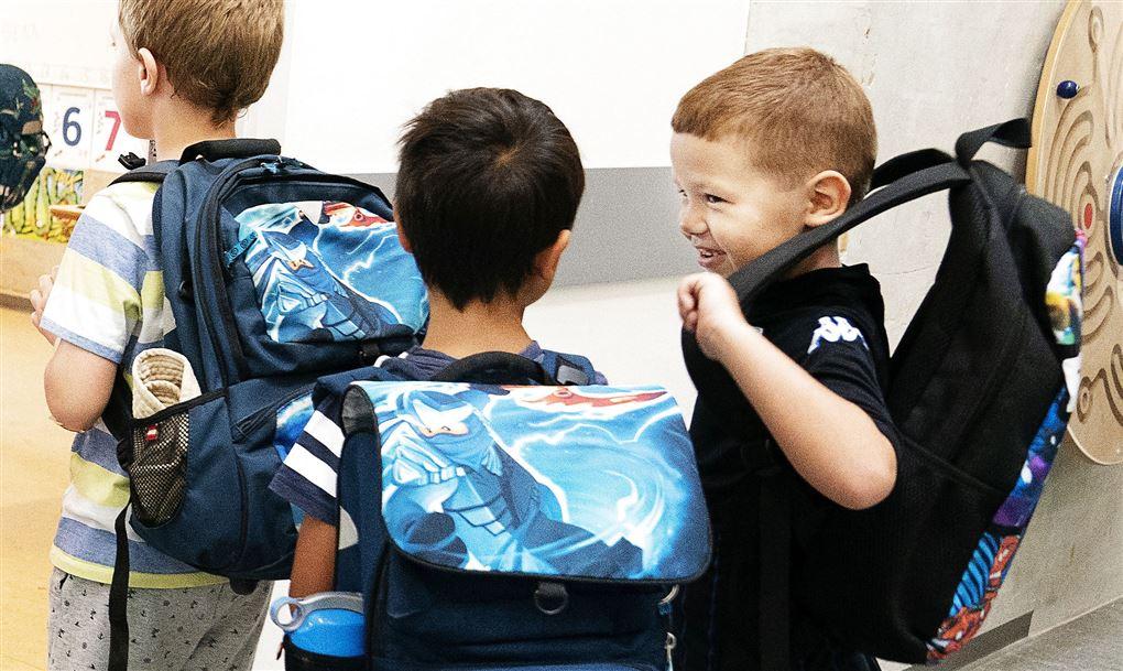 billede af små skolebørn