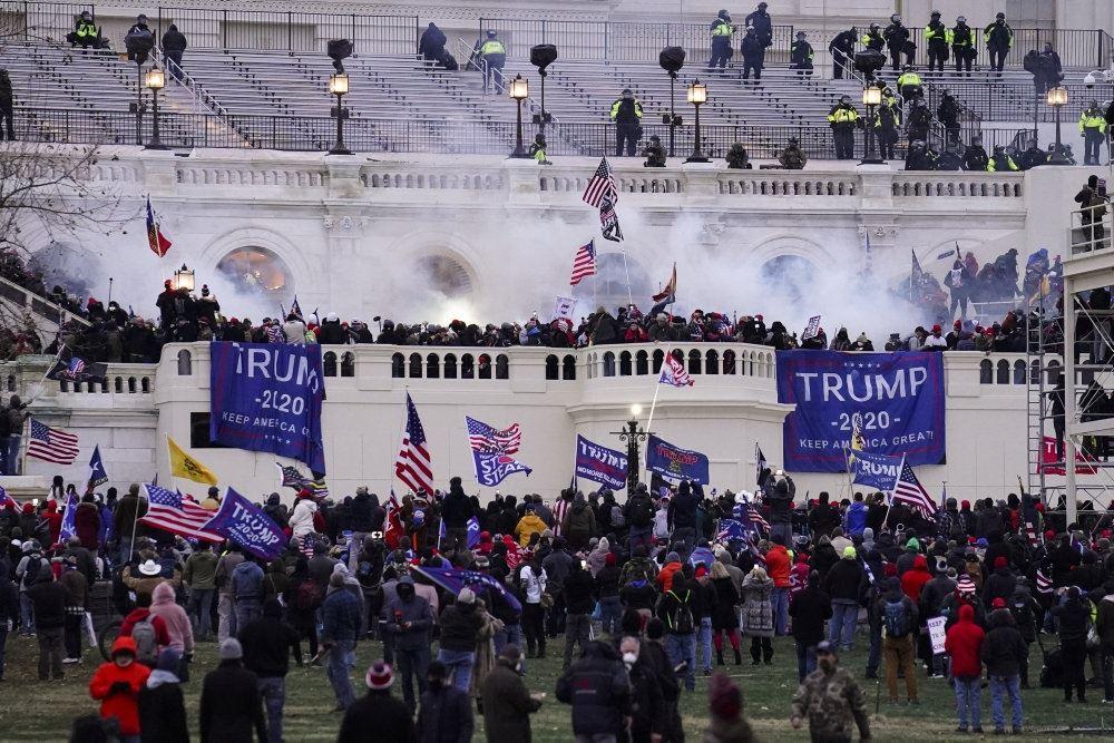 optøjer foran Capitol Hill