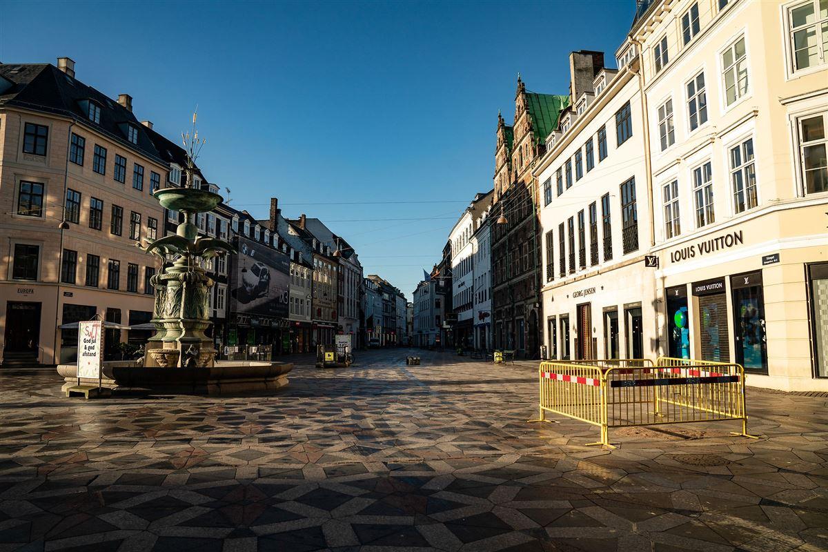 Et helt mennesketomt Amagertorv i København