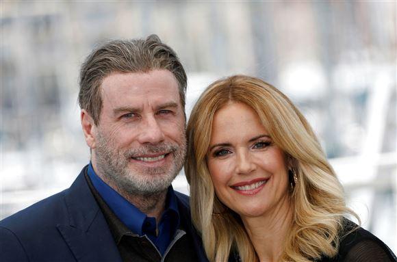 John Travolta og Kelly Preston smiler til kameraet