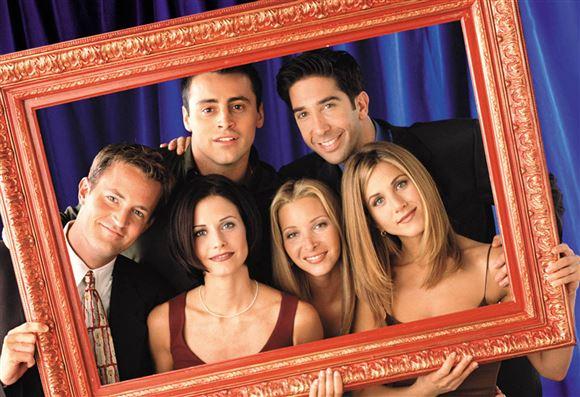 billede af skuespillerne i Friends