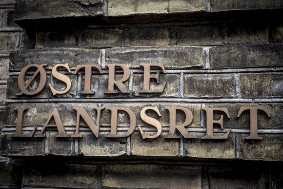 bogstaver med teksten østre landsret ses på mur