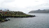 To øer med smalt stræde imellem.