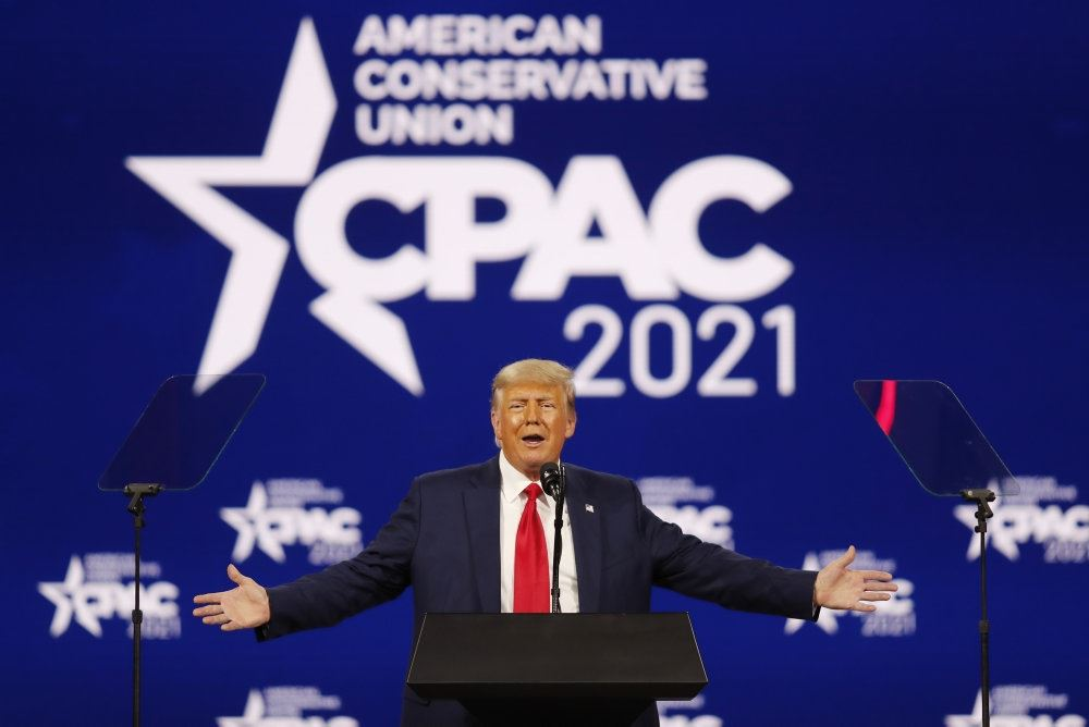 Donald Trump på talerstolen ved Conservative Political Action Conference