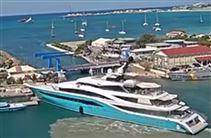 turkis yacht i havn