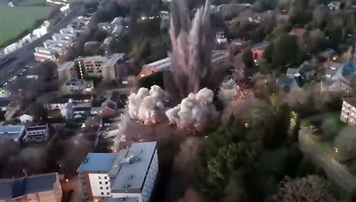 bombesprængning set fra oven