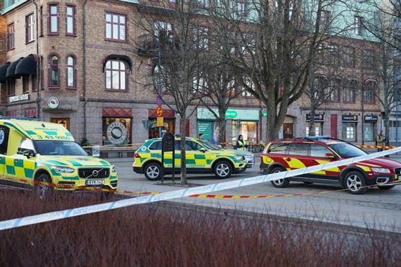 svenske politibiler ved gerningssted