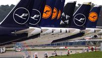 billede af en række lufthansa-fly på landingsbane