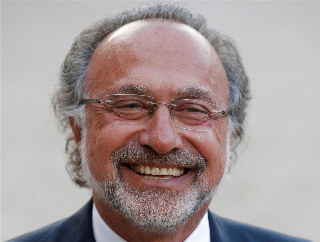 Milliardæren Olivier Dassault smiler bredt