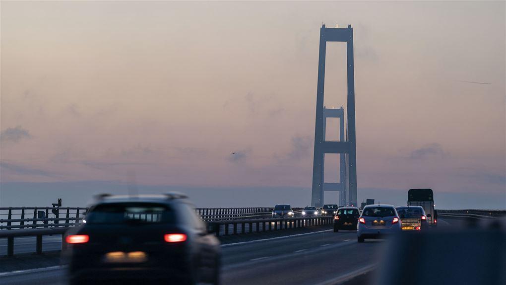 billede af biler på vej over Storebæltsbroen