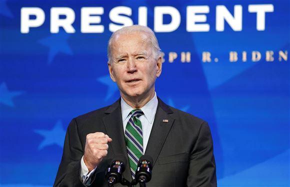 Billede af Joe Biden på talerstol