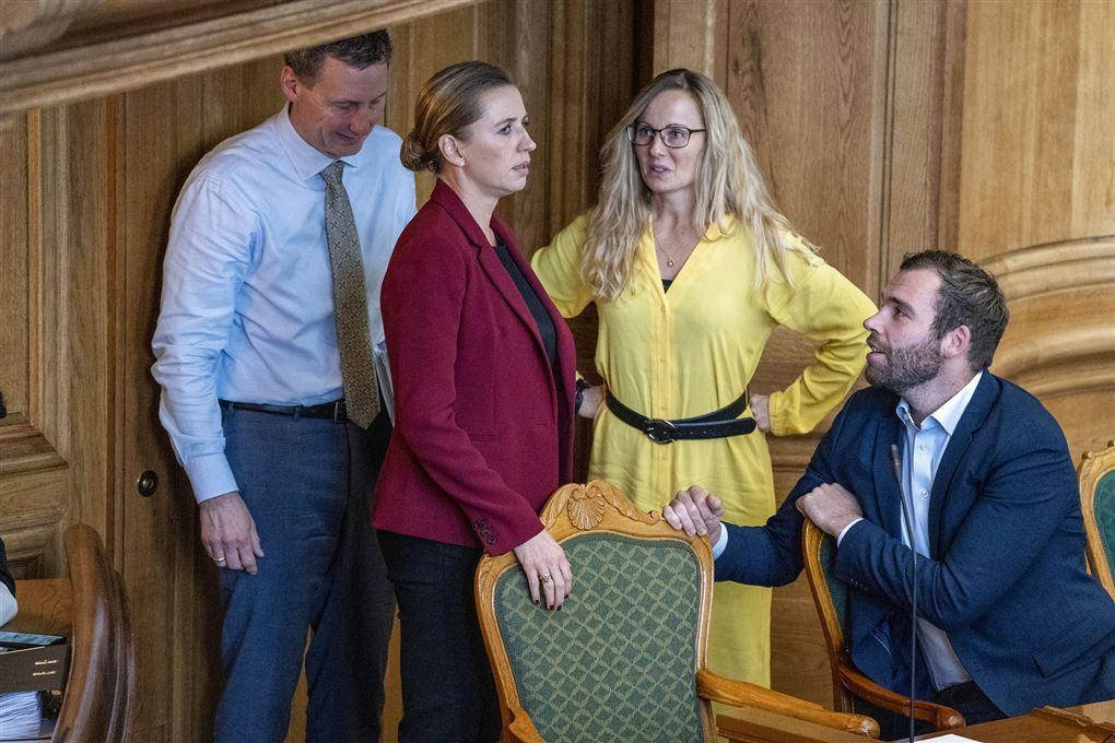 Tanja Larsson og Mette Frederiksen i Folketinget