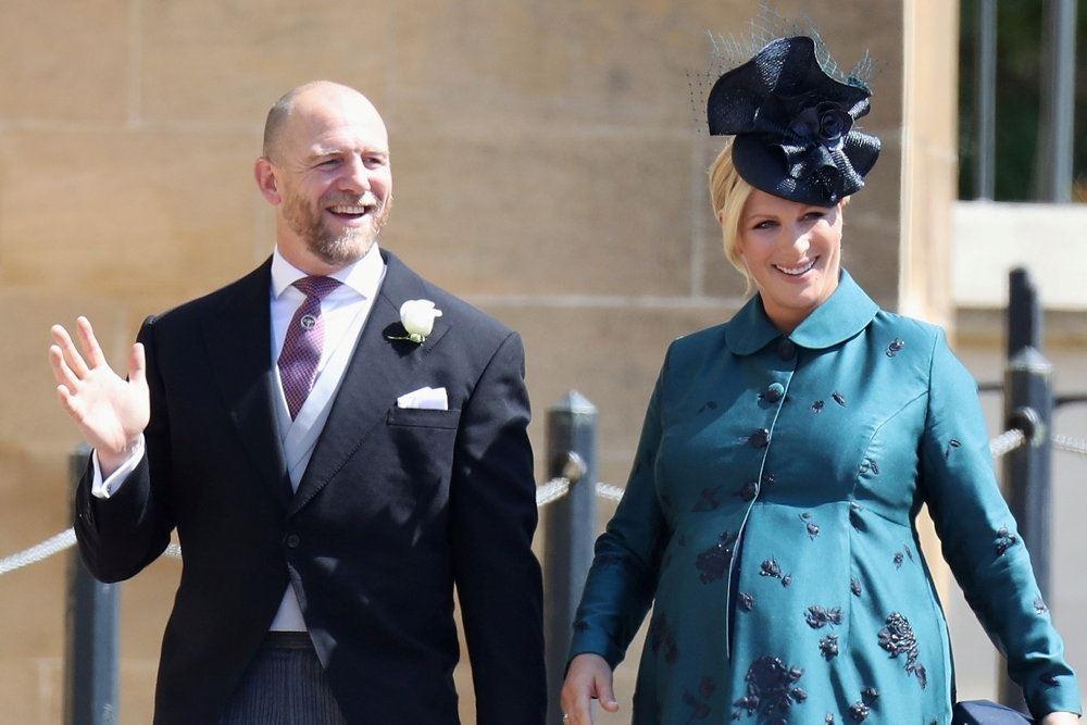 dronningens barnebarn zara tindall går med sin vinkende mand