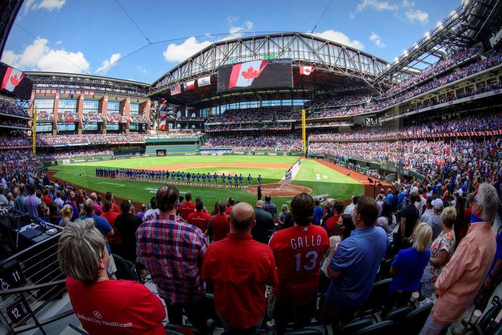 baseballstadion i texas med fyldte tribuner