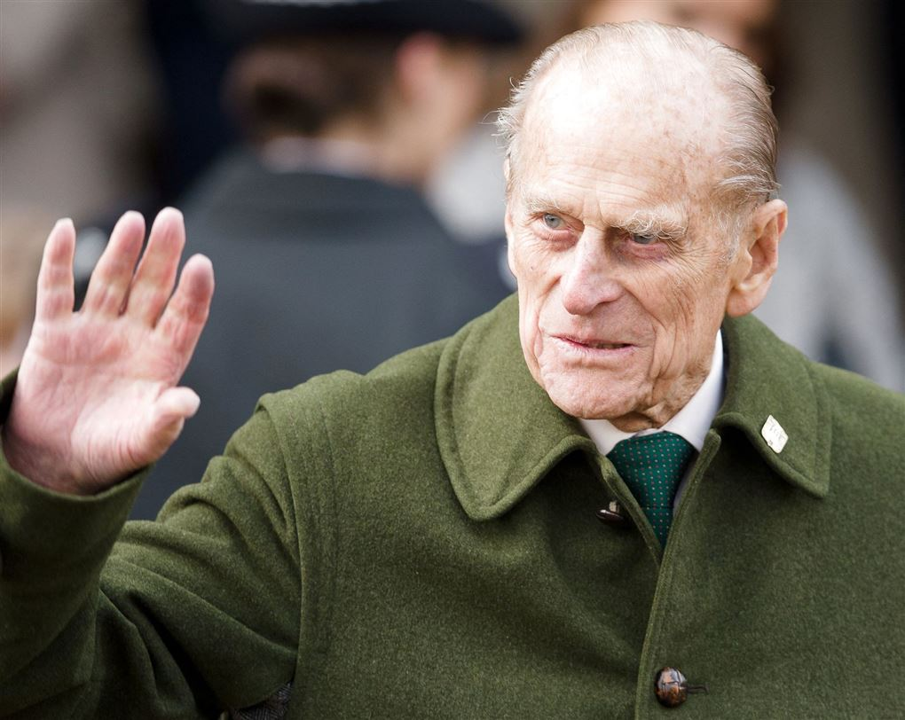 prins philip vinker iført grøn jakke