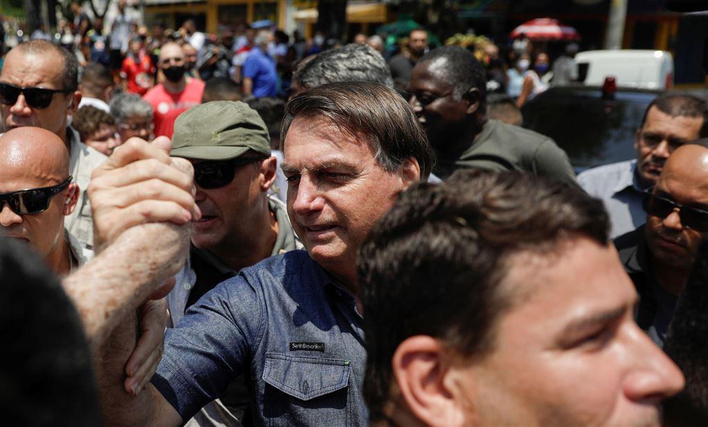 Bolsonaro ses i folkemængde