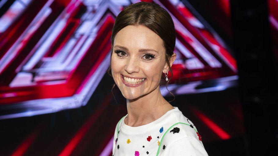 Lise Rønne på scenen i X Factor.