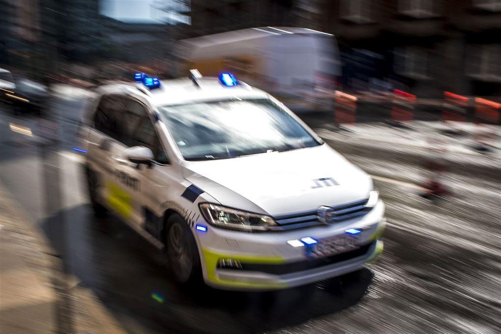 :n politibil med udrykning,