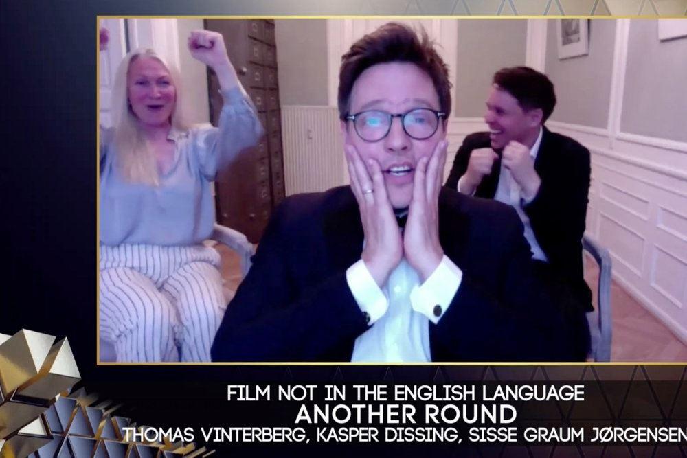 Thomas Vinterberg på en tv-skærm