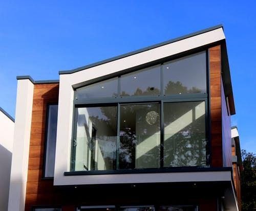 Et moderne hus i solen