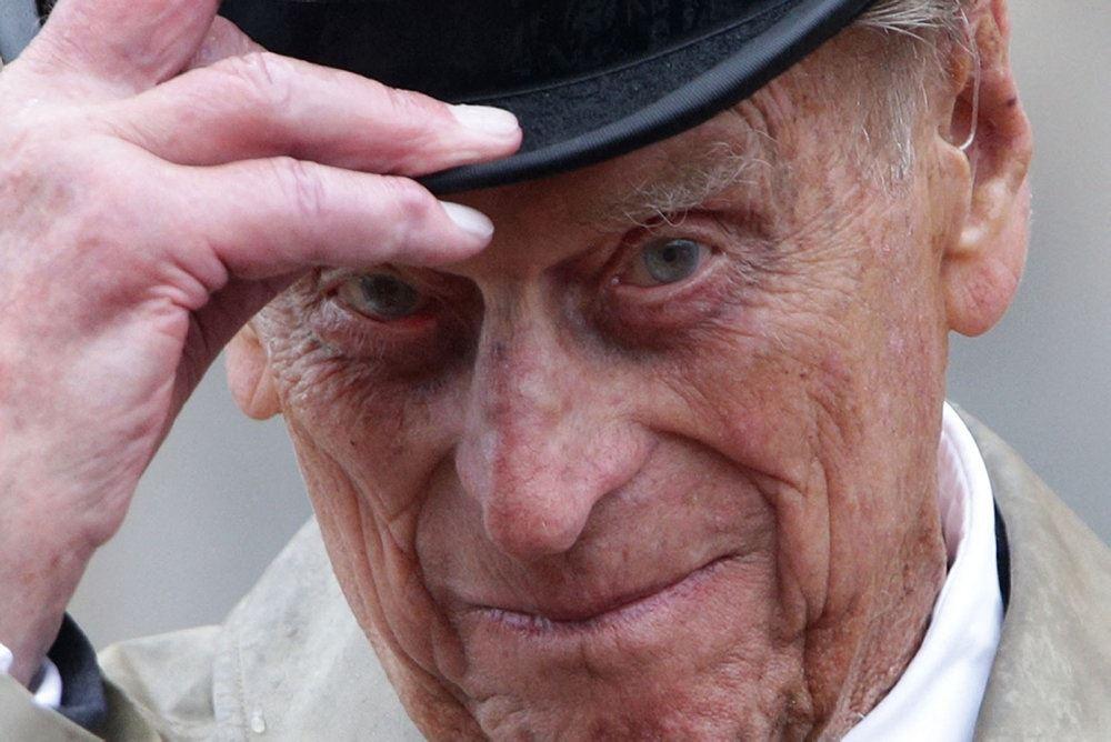 En ældre prins Philip med hat