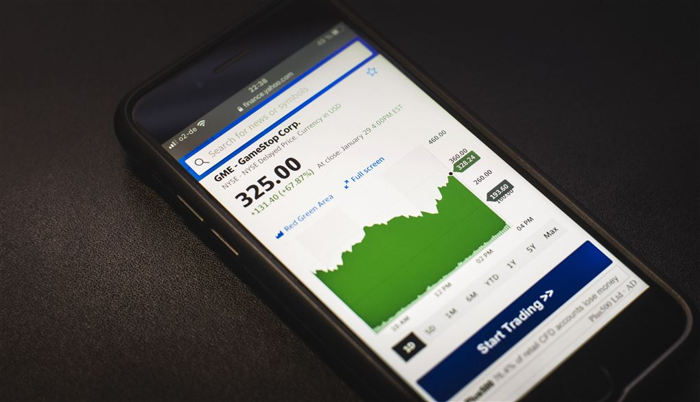 En mobiltelefon med en aktieapp